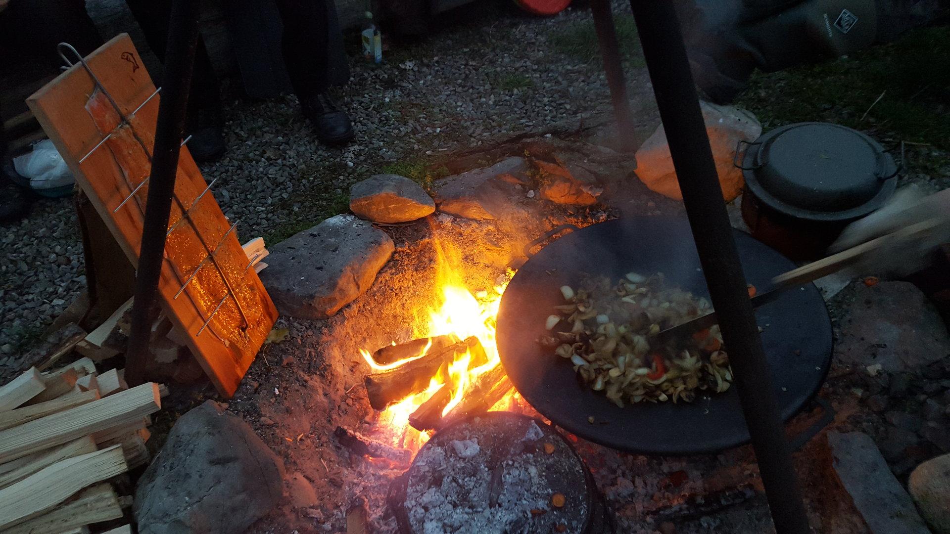 Outdoorküche Zubehör Schweiz : Feuer workshop mit outdoorküche und Übernachtung im tipi abenteuer