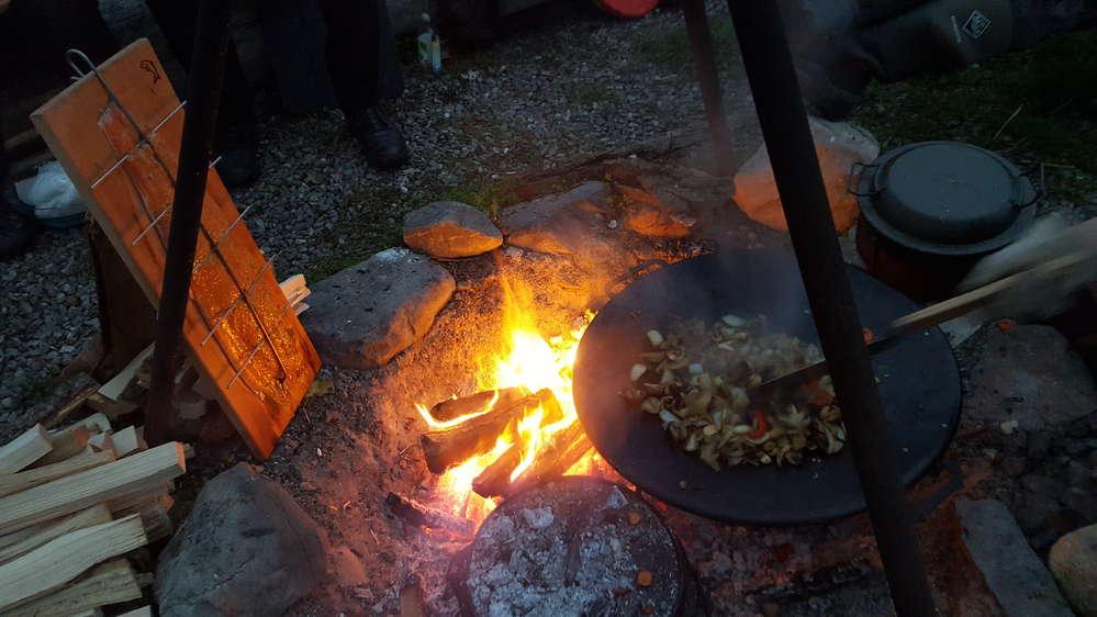Outdoorküche Zubehör Schweiz : Feuer workshop mit outdoorküche und Übernachtung im tipi